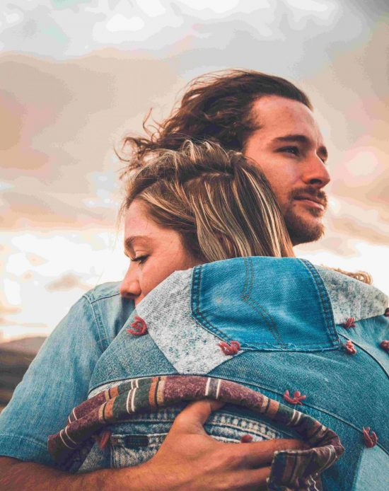 1-couple-embracing-fertility-problems