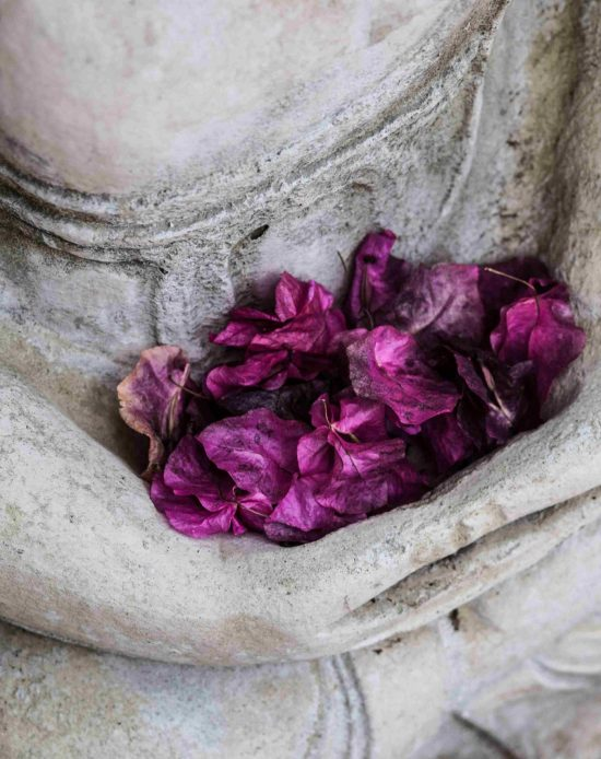 5-buddha-with-flowers